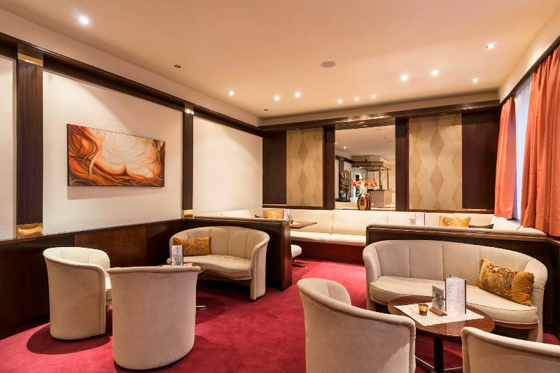 Готель Cortina лоббі