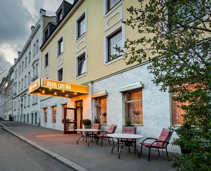 Готель Cortina вид