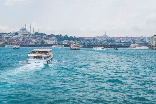 Стамбул море катер