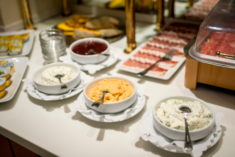 Готель Cortina сніданок