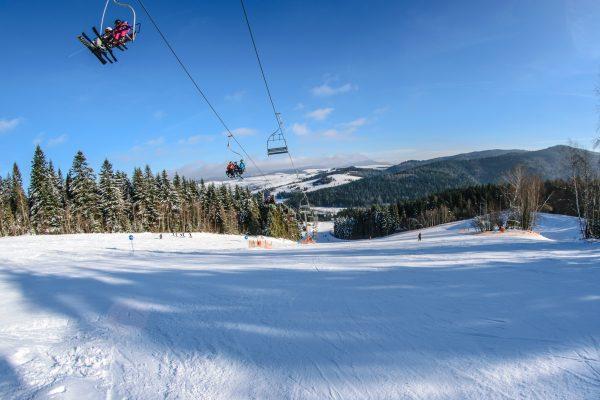 Лижний підйомник лижники зима гори