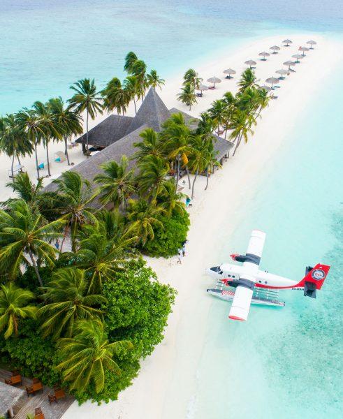 мальдіви літак на курорті