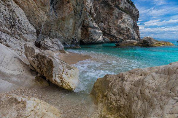 корсіка море і скелі