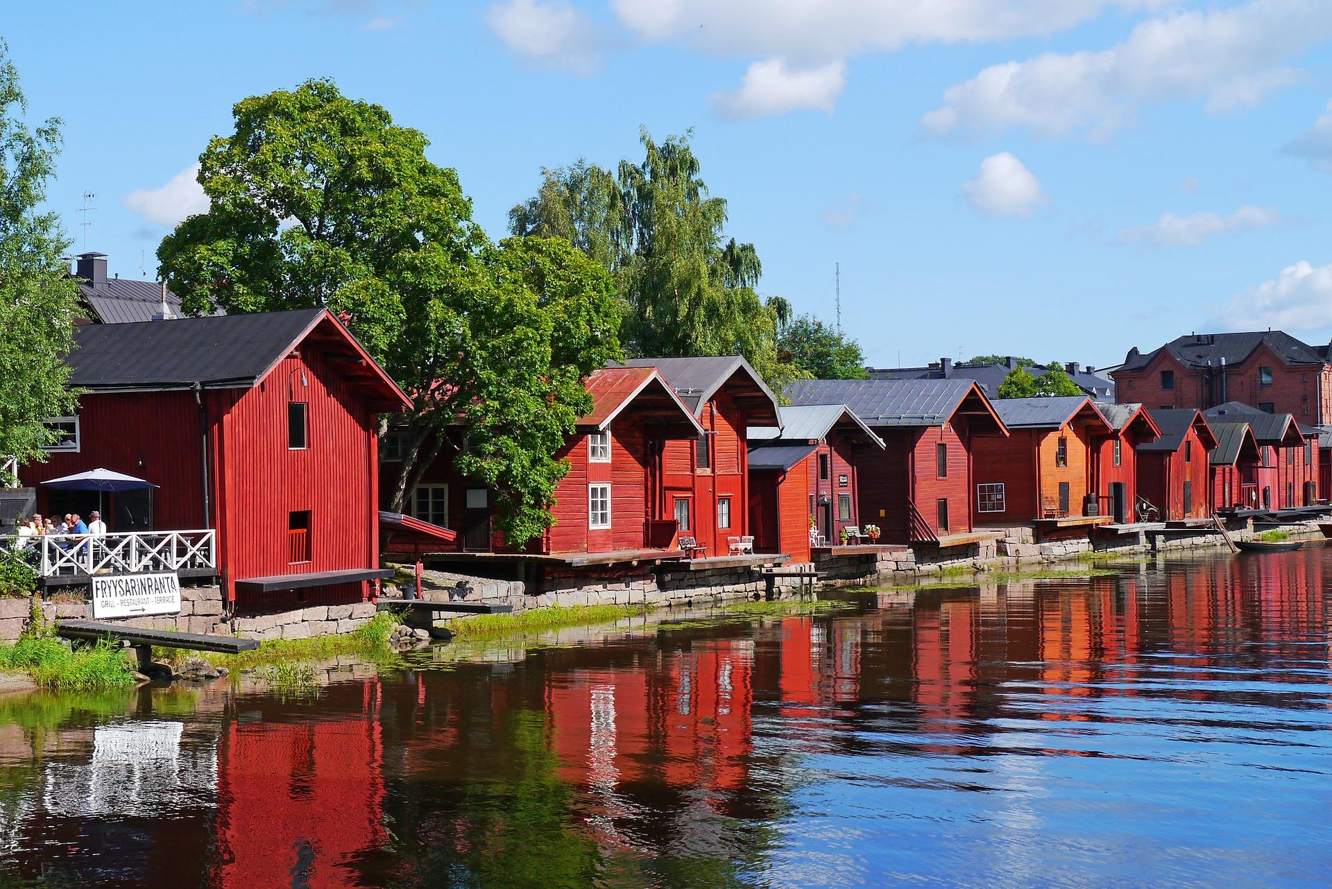 Фінляндія озеро будинки