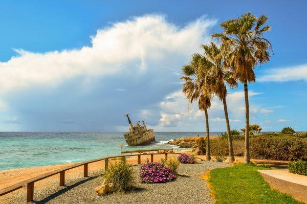 пафос узбережжя човен