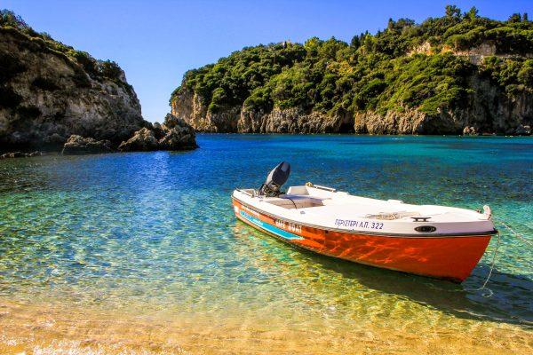 Греція Корфу море човен