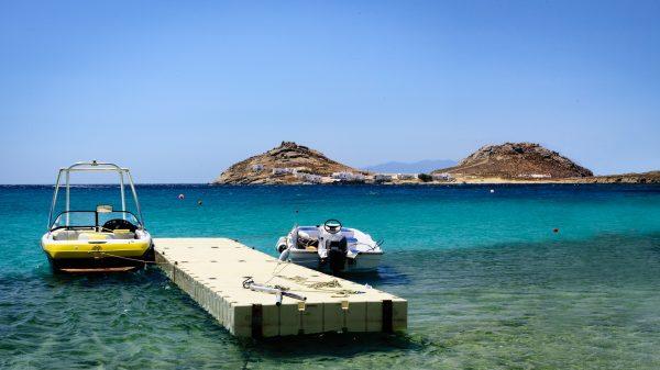 Греція Міконос море причал човни