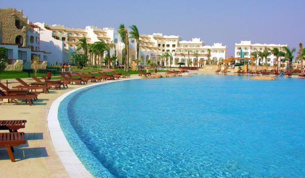 Royal Lagoons Resort
