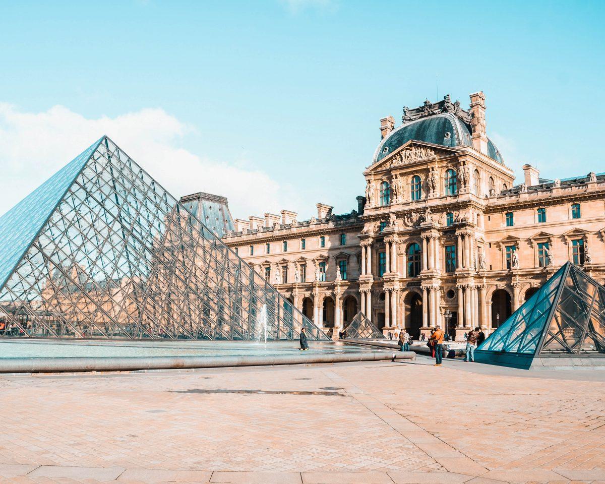 Франція Париж Лувр