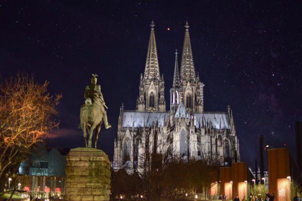 кельн собор і статуя