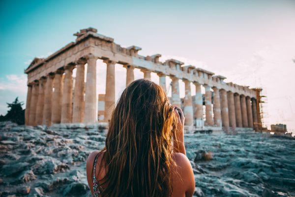 афіни акрополь дівчина