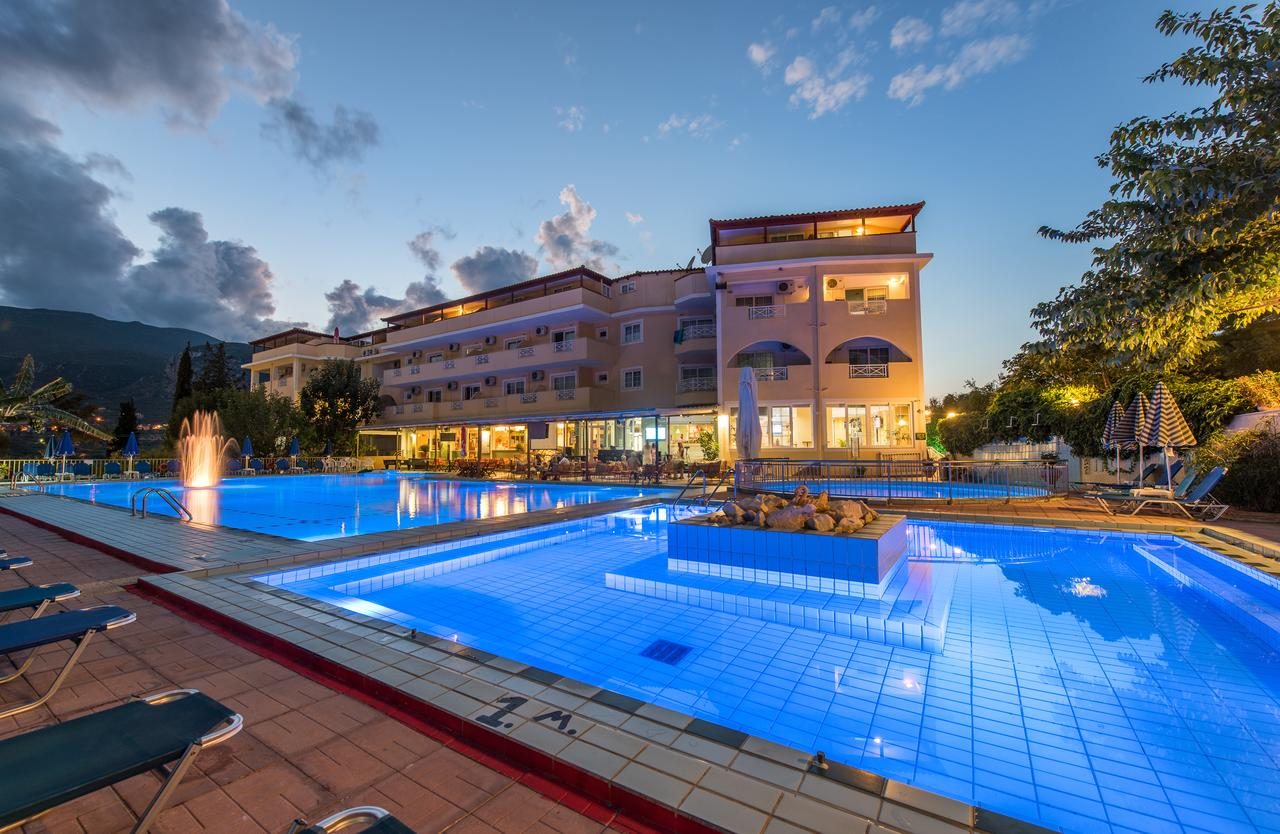 Koukounaria Hotel & Suites