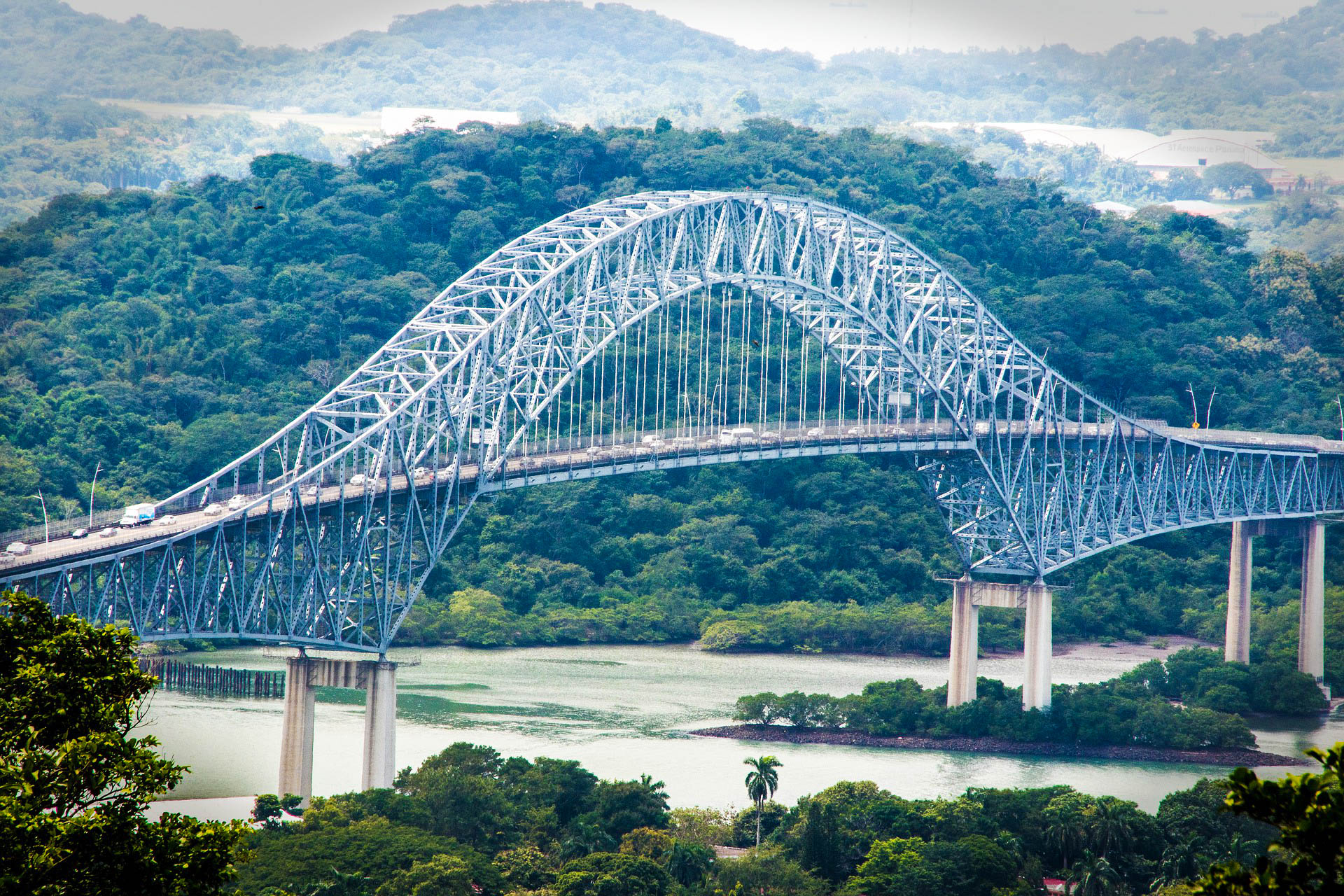 Панама міст двох Америк