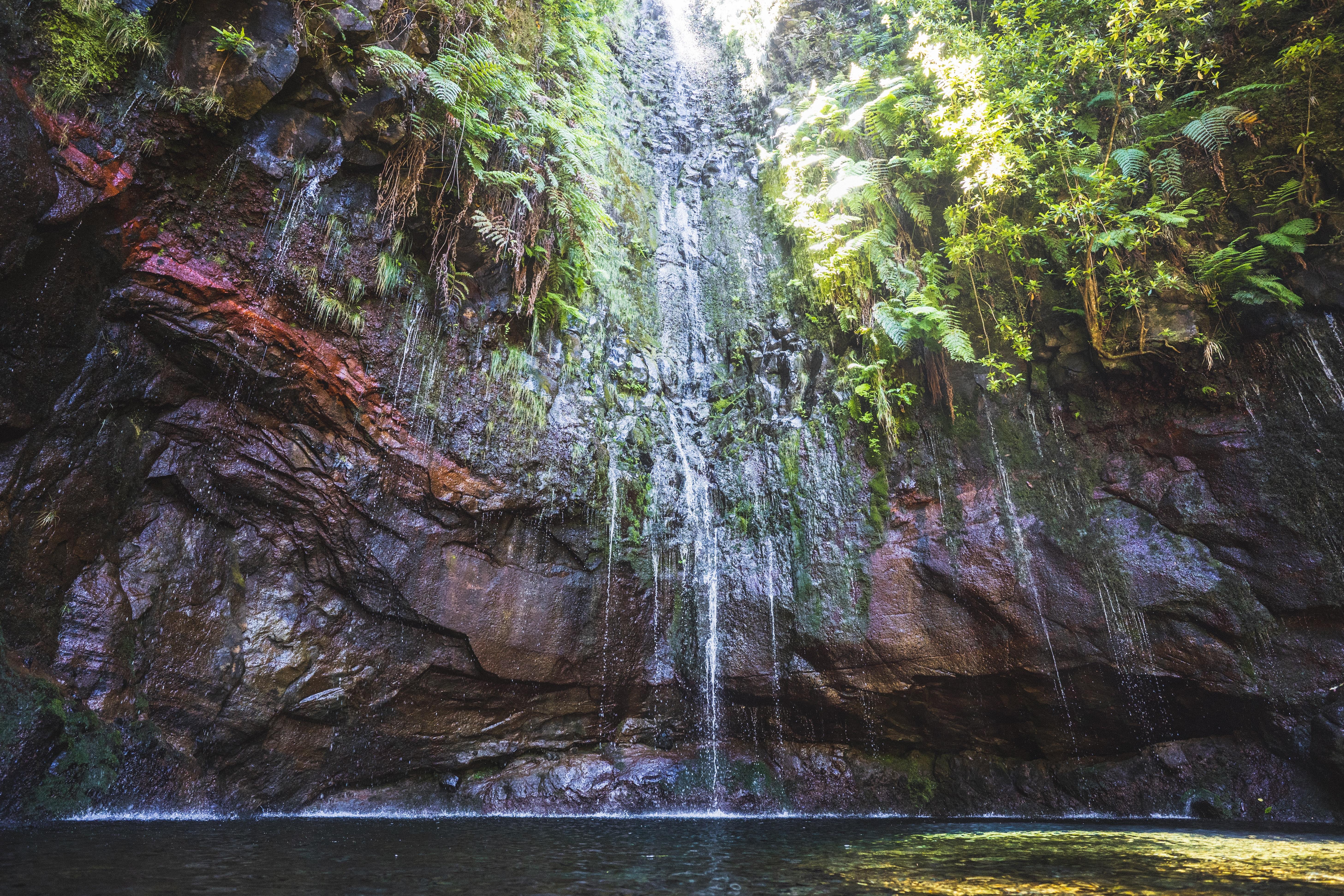 Португалія Мадейра 25 водоспадів