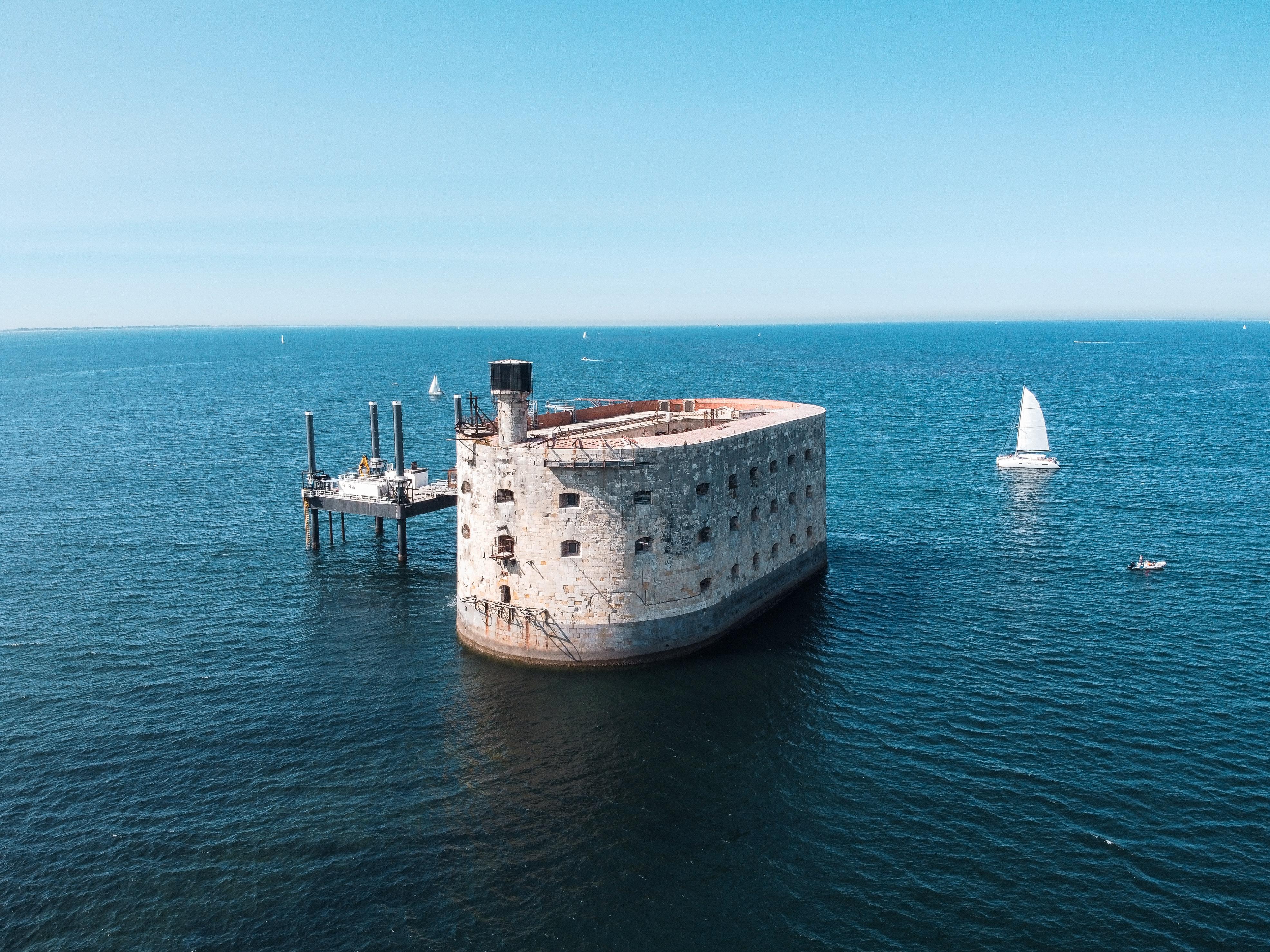 Франція форт Байяр