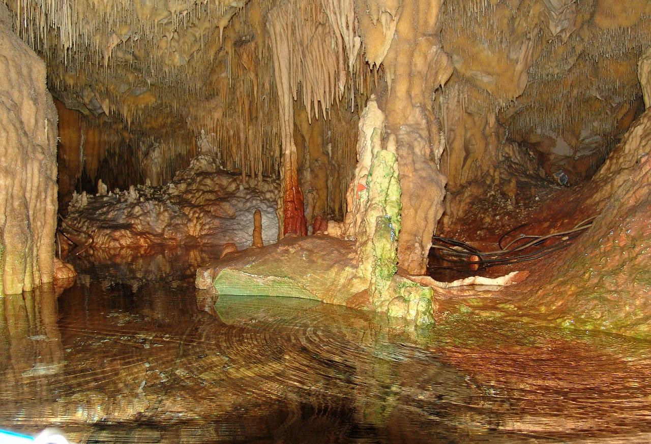 Греція пещера
